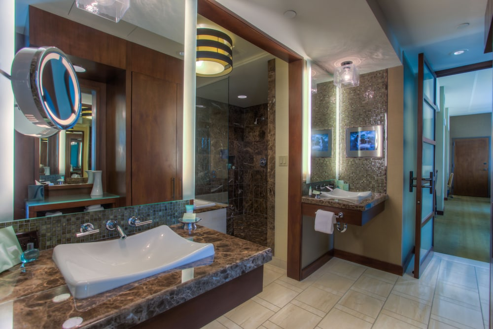 Bathroom, Aliante Casino & Hotel