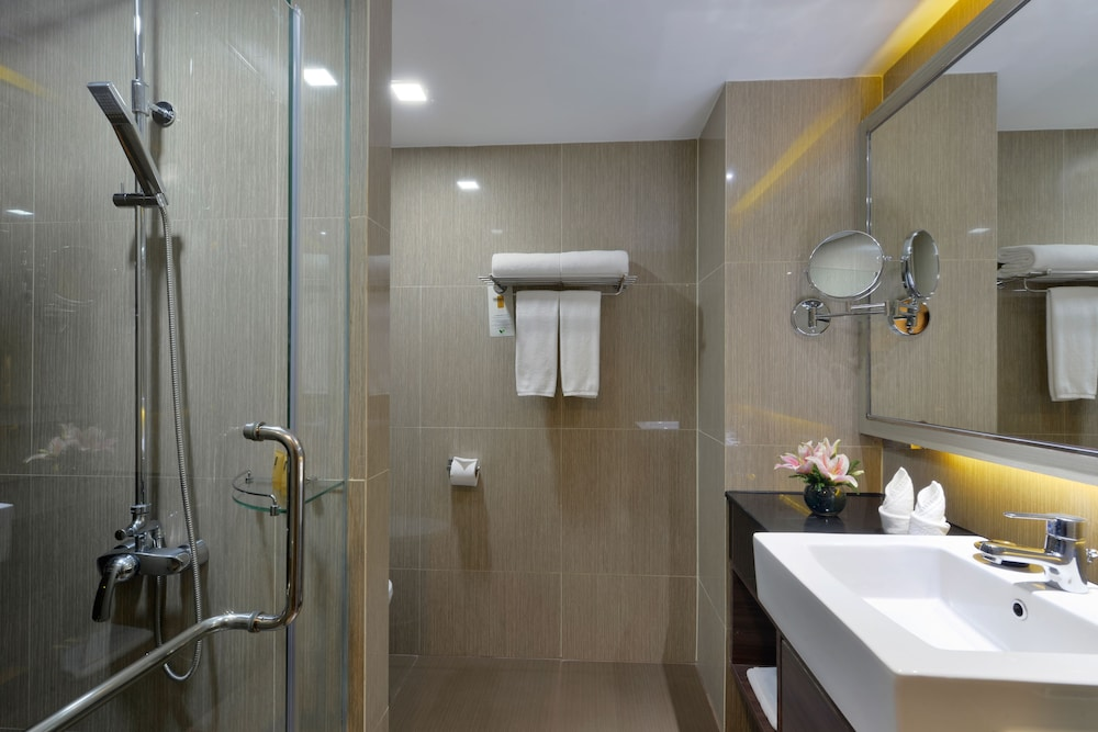 Bathroom, Grand Swiss Hotel Sukhumvit 11