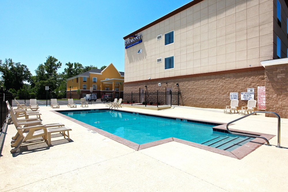 Outdoor Pool, Baymont by Wyndham Savannah South