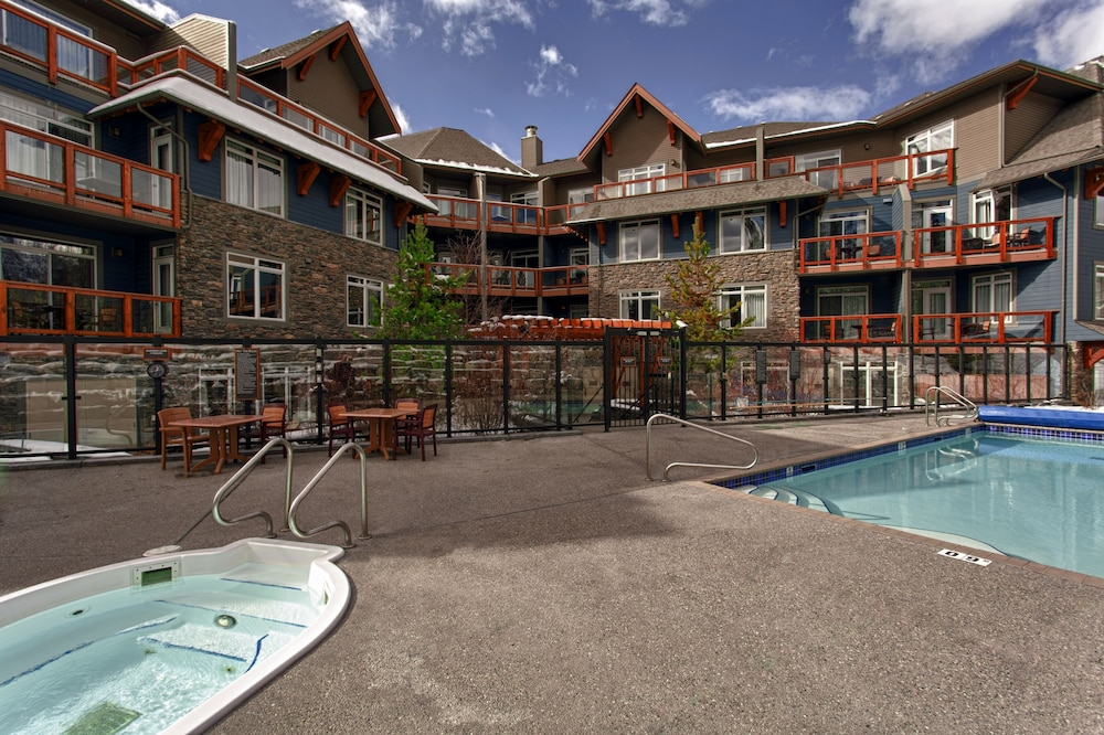 Book blackstone mountain lodge canmore hotel deals for Alpine lodge