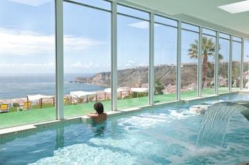 ナザレの大西洋を眺められる、海岸に近いホテルはありますか