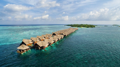 Adaaran Select Hudhuran Fushi – Premium All inclusive