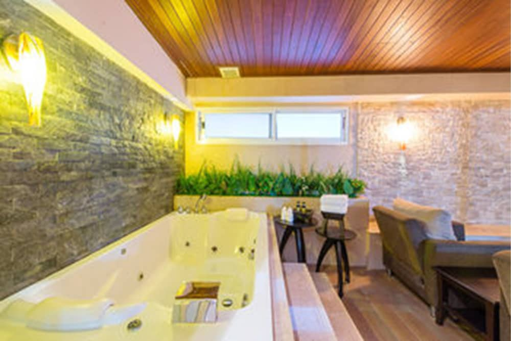 Jetted Tub, The Key Sukhumvit Bangkok by Compass Hospitality