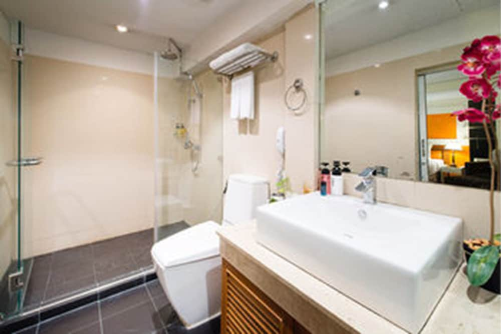 Bathroom, The Key Sukhumvit Bangkok by Compass Hospitality