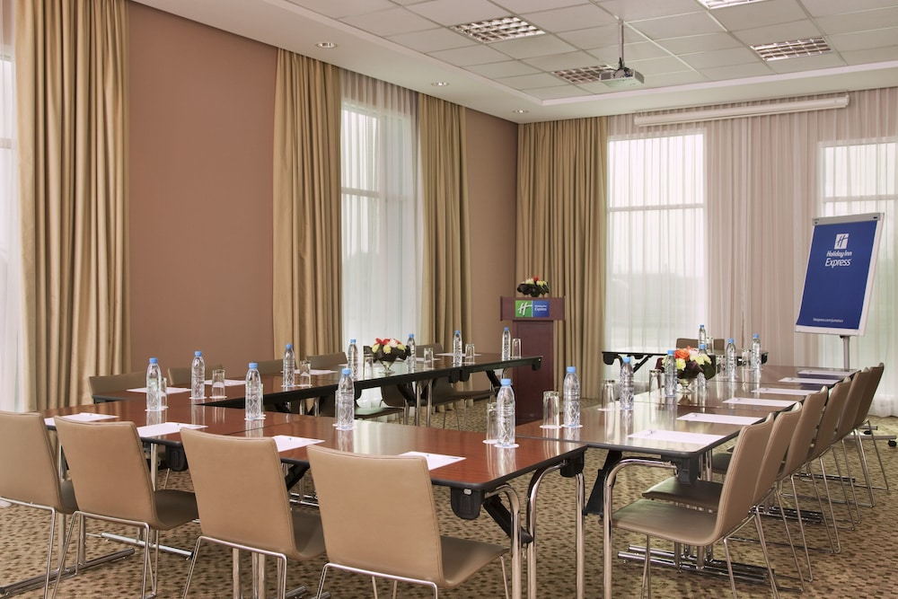 Meeting Facility, Holiday Inn Express Dubai Jumeirah, an IHG Hotel