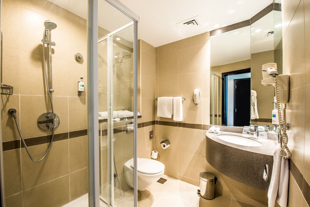 Bathroom, Holiday Inn Express Dubai Jumeirah, an IHG Hotel