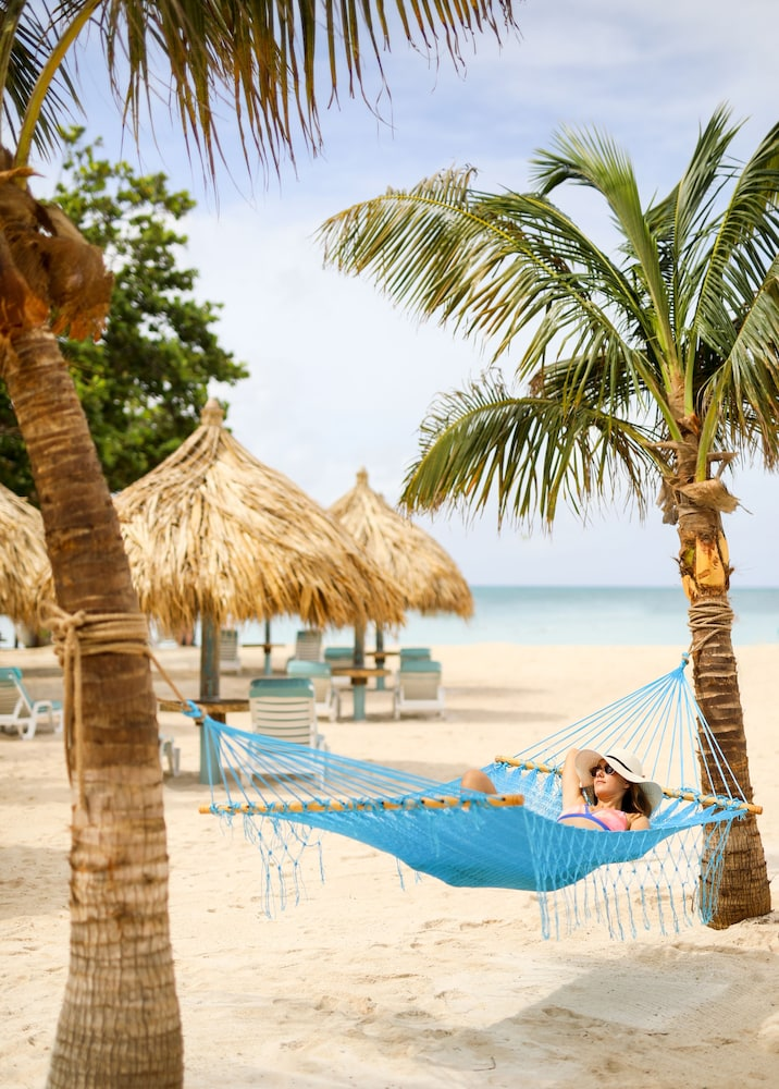 Boardwalk in aruba hotel rates reviews on orbitz for Small beach hotels