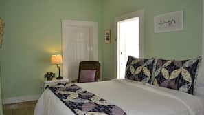 Individually decorated, iron/ironing board, free WiFi, linens