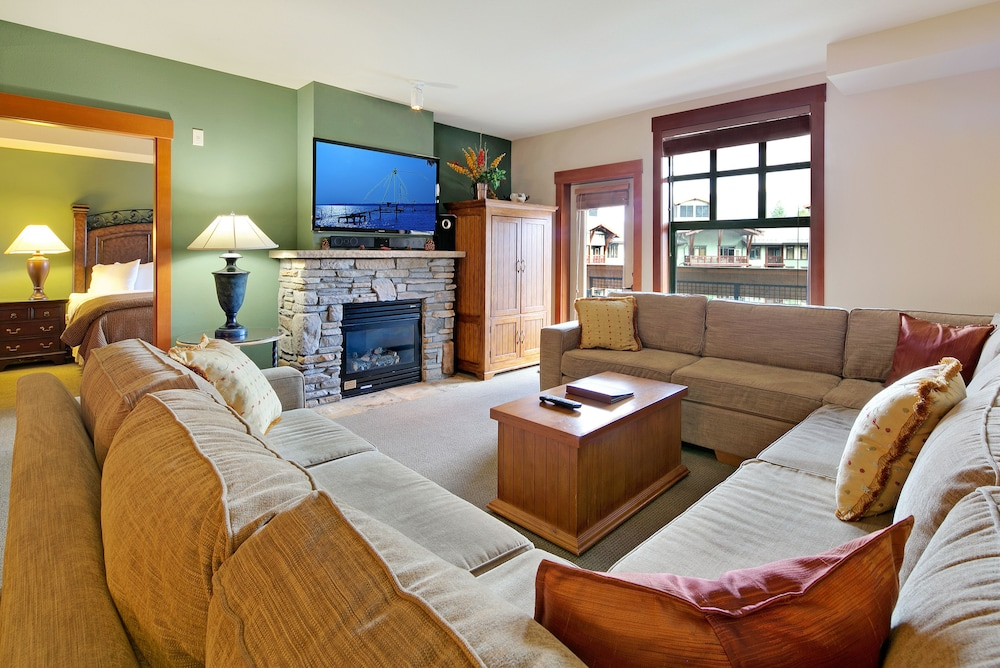 Living Area, The Village Lodge