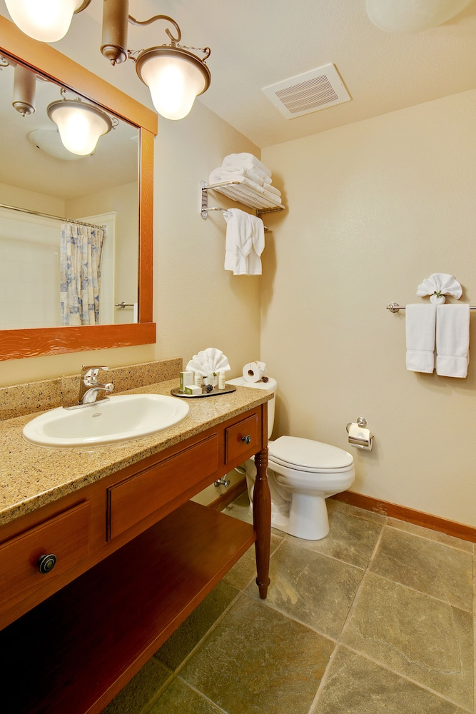 Bathroom, The Village Lodge