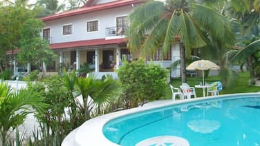 Las Flores Country & Beachside Hotel
