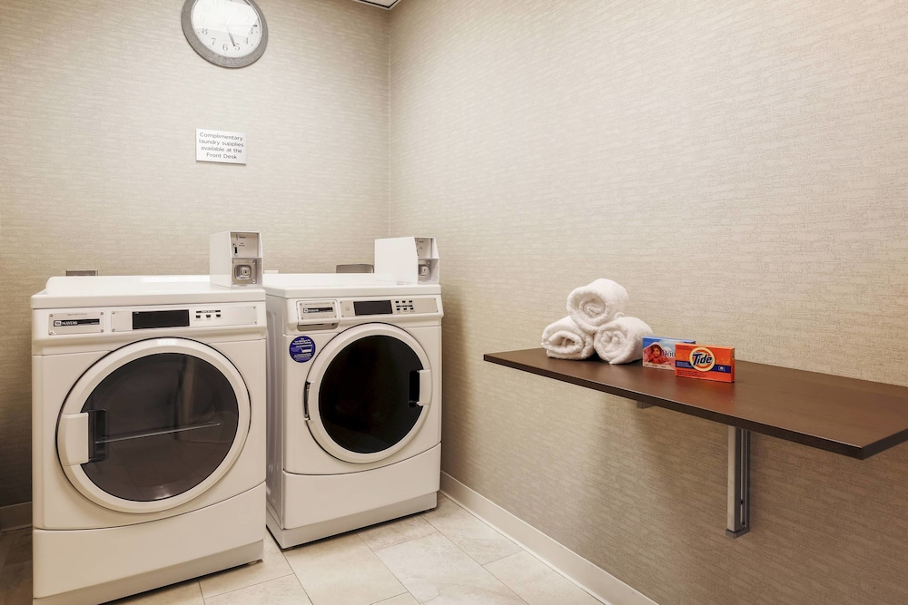 Laundry Room, Courtyard by Marriott Dallas Arlington South