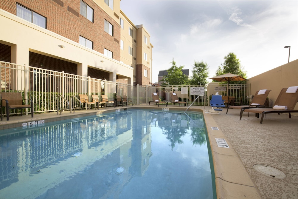 Outdoor Pool, Courtyard by Marriott Dallas Arlington South