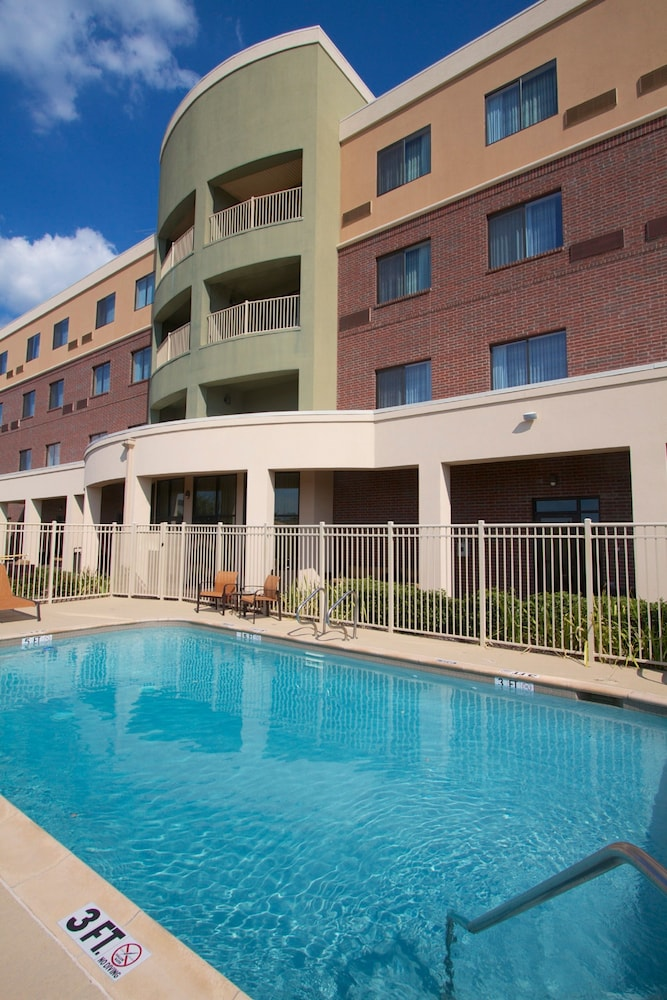 Courtyard by marriott dallas arlington south in arlington for Hotels in dallas tx with indoor pool