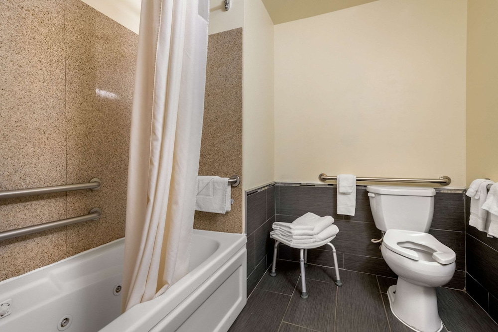 Bathroom, MainStay Suites Grantville - Hershey North