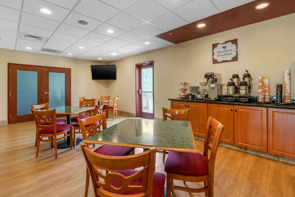 Breakfast Area, MainStay Suites Grantville - Hershey North