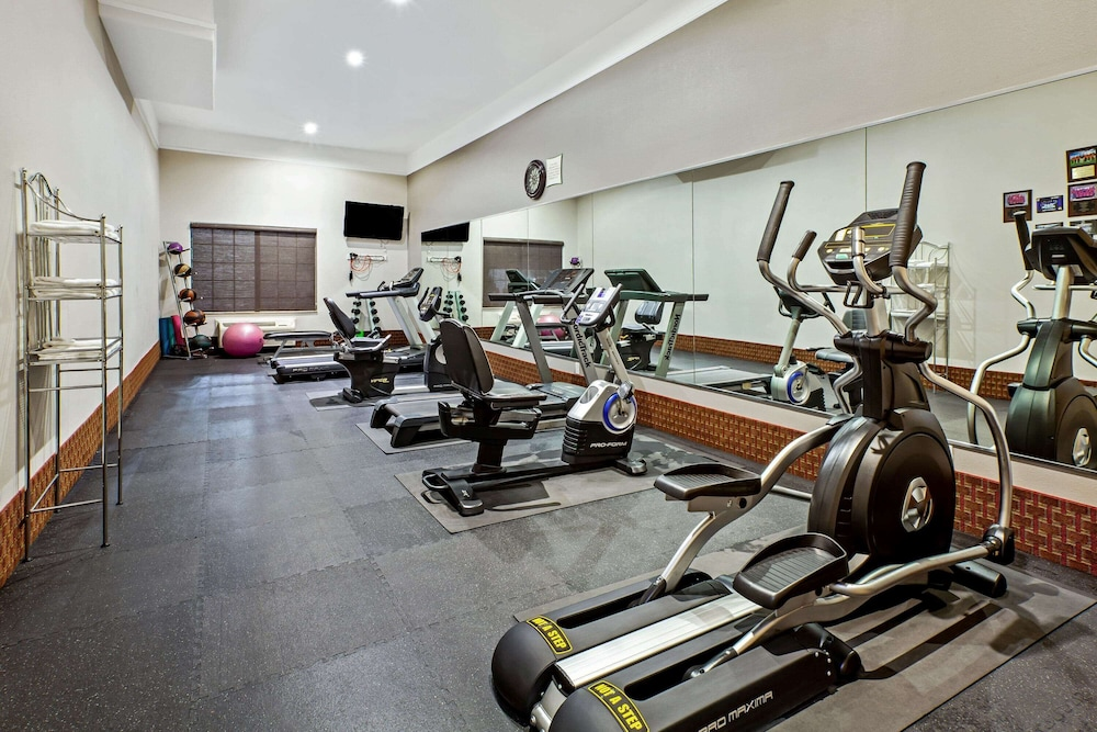 Fitness Facility, La Quinta Inn & Suites by Wyndham Deer Park