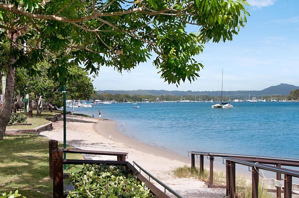 Offshore noosa resort deals reviews noosaville aus for 15 maher terrace sunshine beach