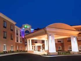 Holiday Inn Express & Suites Akron Regional Airport Area, an IHG Hotel
