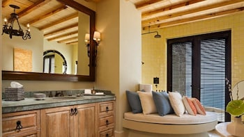 Junior Suite (Dos Mares) - Bathroom