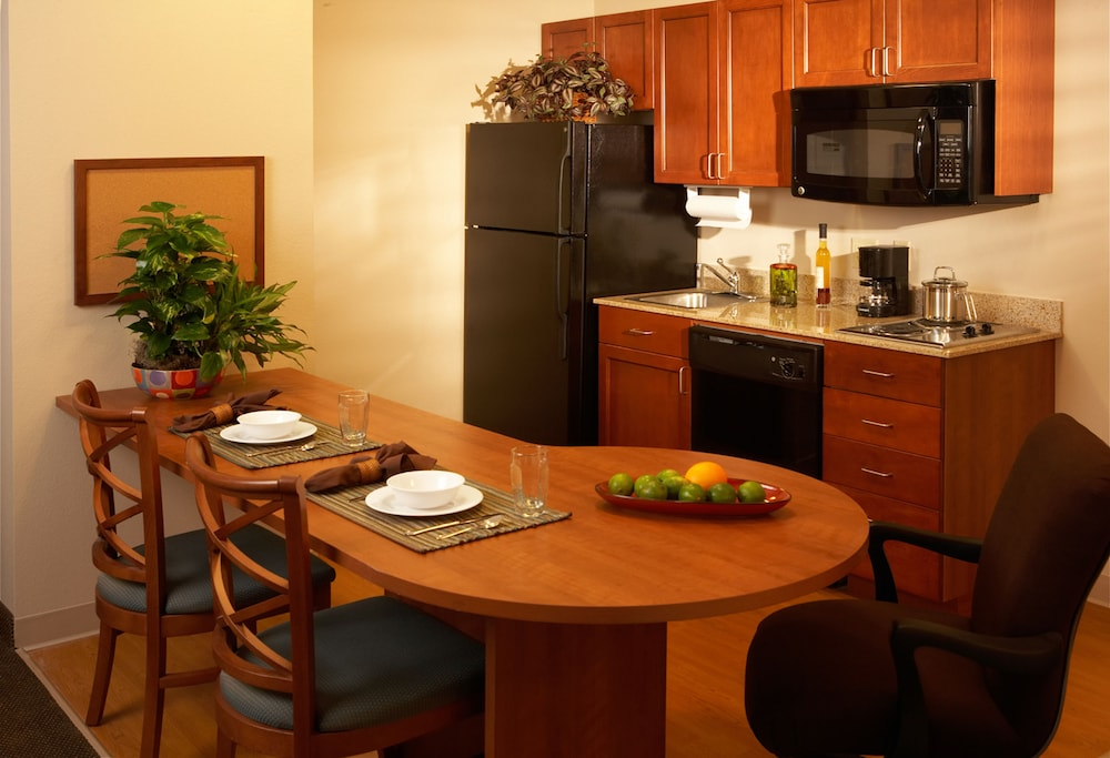 Private Kitchen, Candlewood Suites Perrysburg, an IHG Hotel