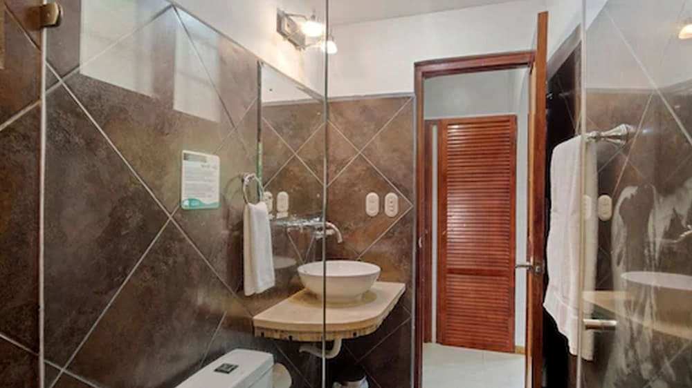 Bathroom, Hotel Arco Iris
