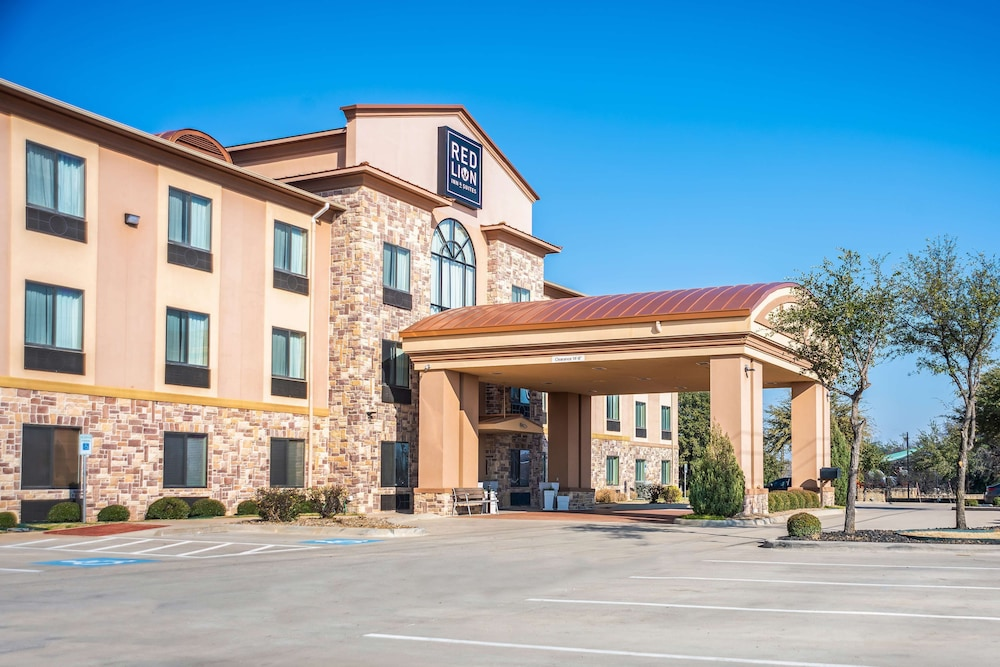 Property Entrance, Red Lion Inn & Suites Mineral Wells
