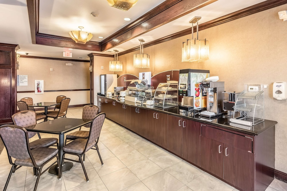 Breakfast Area, Red Lion Inn & Suites Mineral Wells