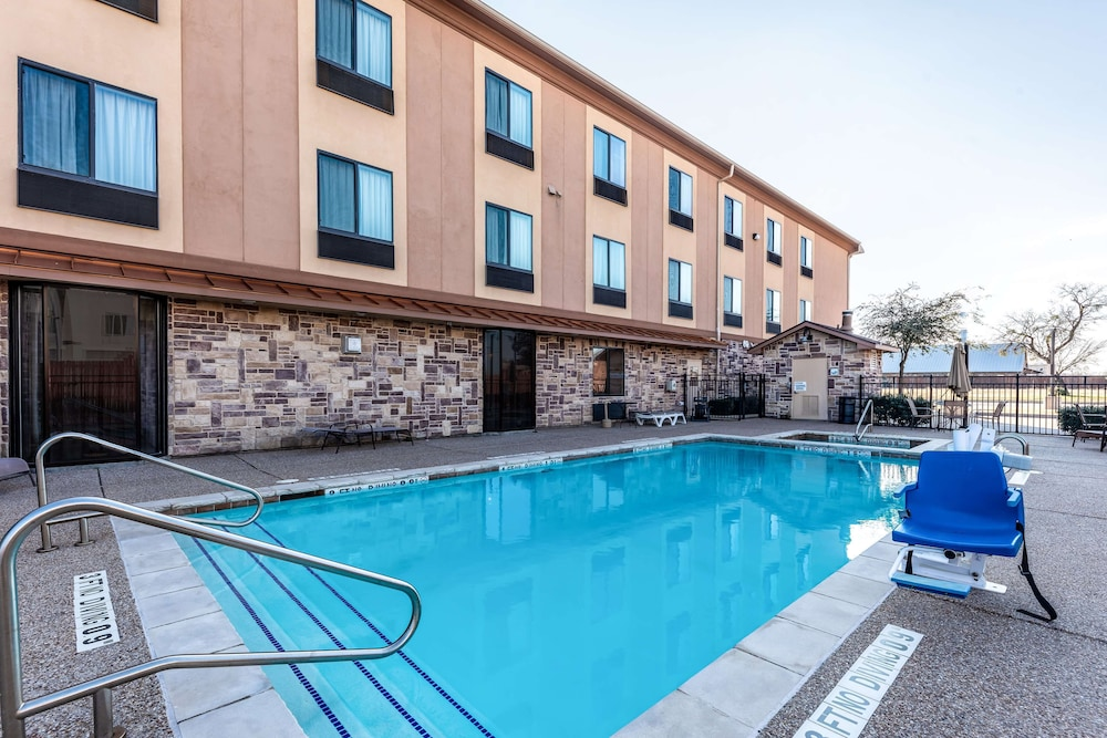 Pool, Red Lion Inn & Suites Mineral Wells