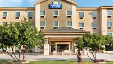 Days Inn & Suites by Wyndham San Antonio near AT&T Center
