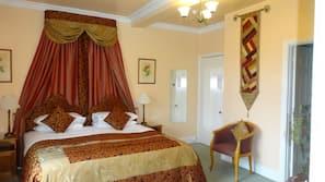 6 bedrooms, premium bedding, pillow-top beds, desk