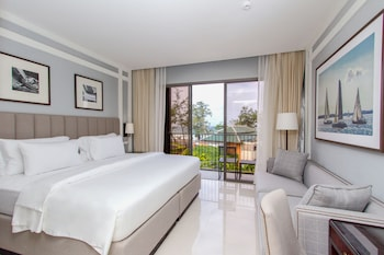 Deluxe Room, Sea View ((Free Minibar-Daily Refill)) - Living Area