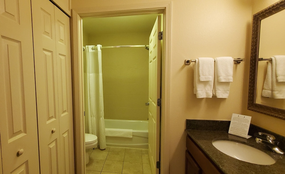 Bathroom, Staybridge Suites Rochester University, an IHG Hotel