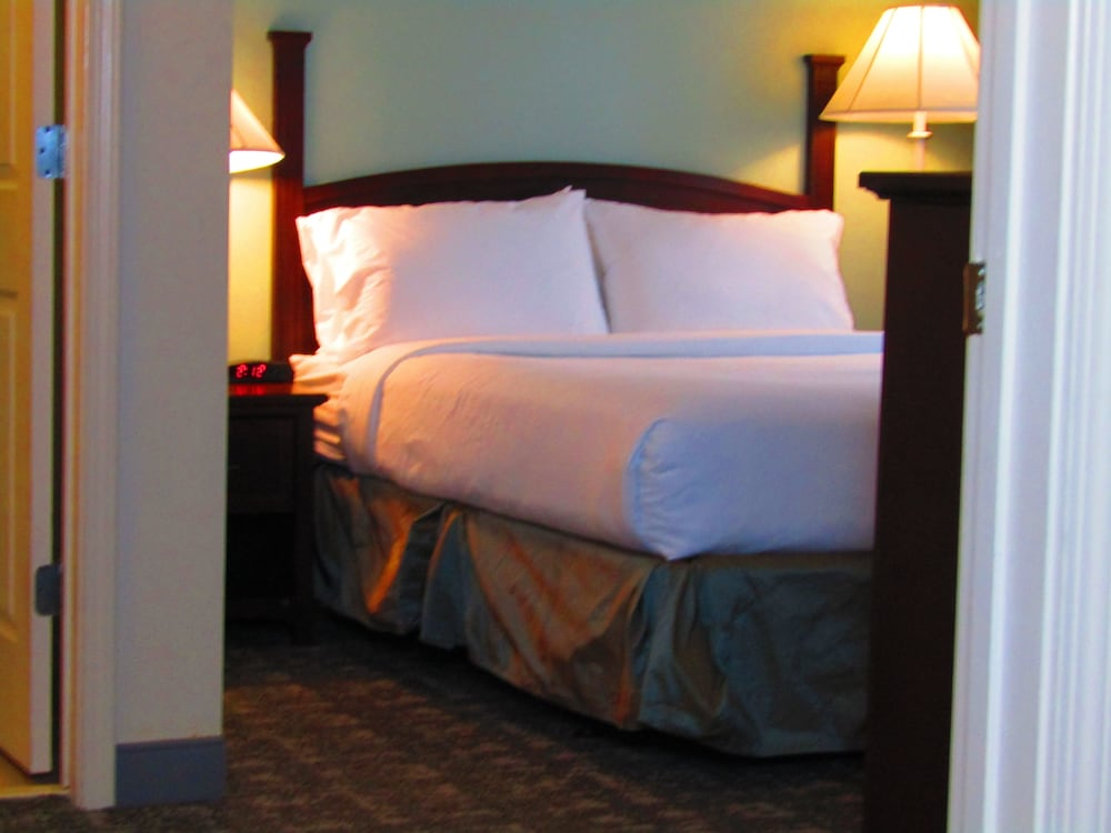 Room, Staybridge Suites Rochester University, an IHG Hotel
