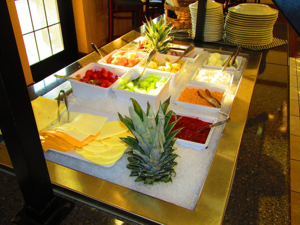 Breakfast Meal, Staybridge Suites Rochester University, an IHG Hotel