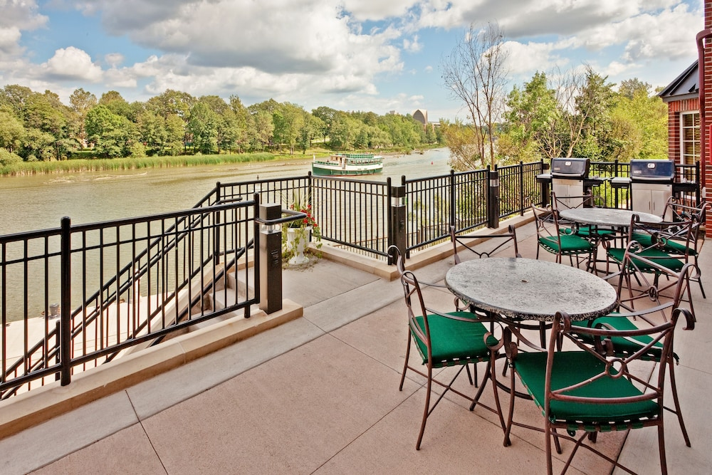 Terrace/Patio, Staybridge Suites Rochester University, an IHG Hotel