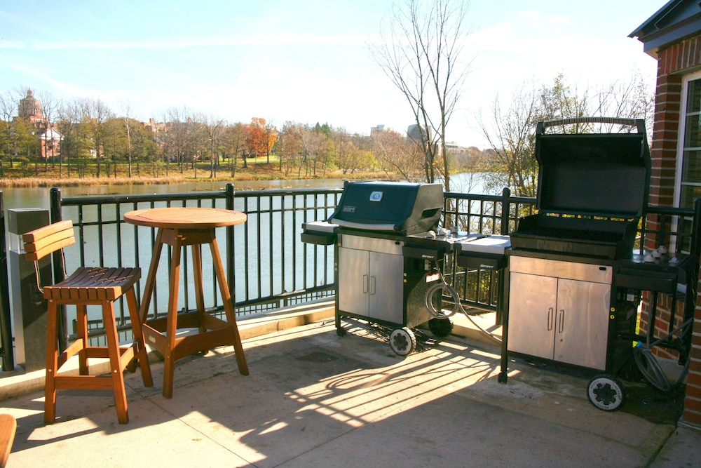 BBQ/Picnic Area, Staybridge Suites Rochester University, an IHG Hotel
