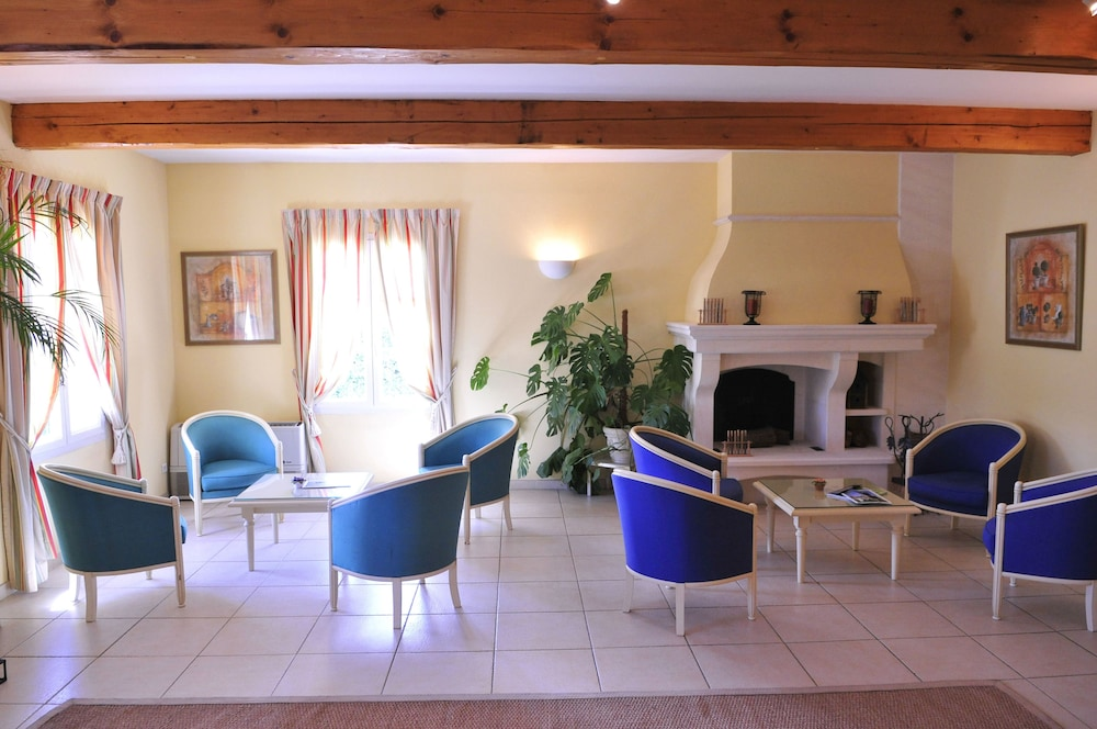 Residhotel golf grand avignon in vaucluse hotel rates for Resid hotel
