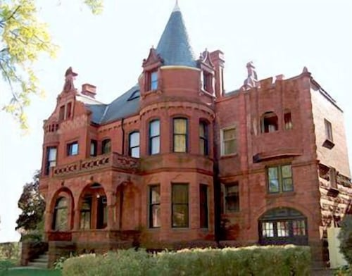 Great Place to stay Schuster Mansion Bed & Breakfast near Milwaukee