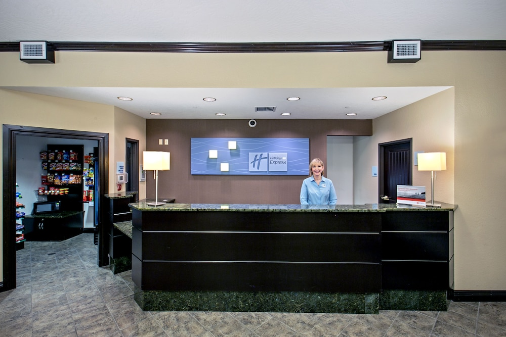 Lobby, Holiday Inn Express & Suites Green Bay East