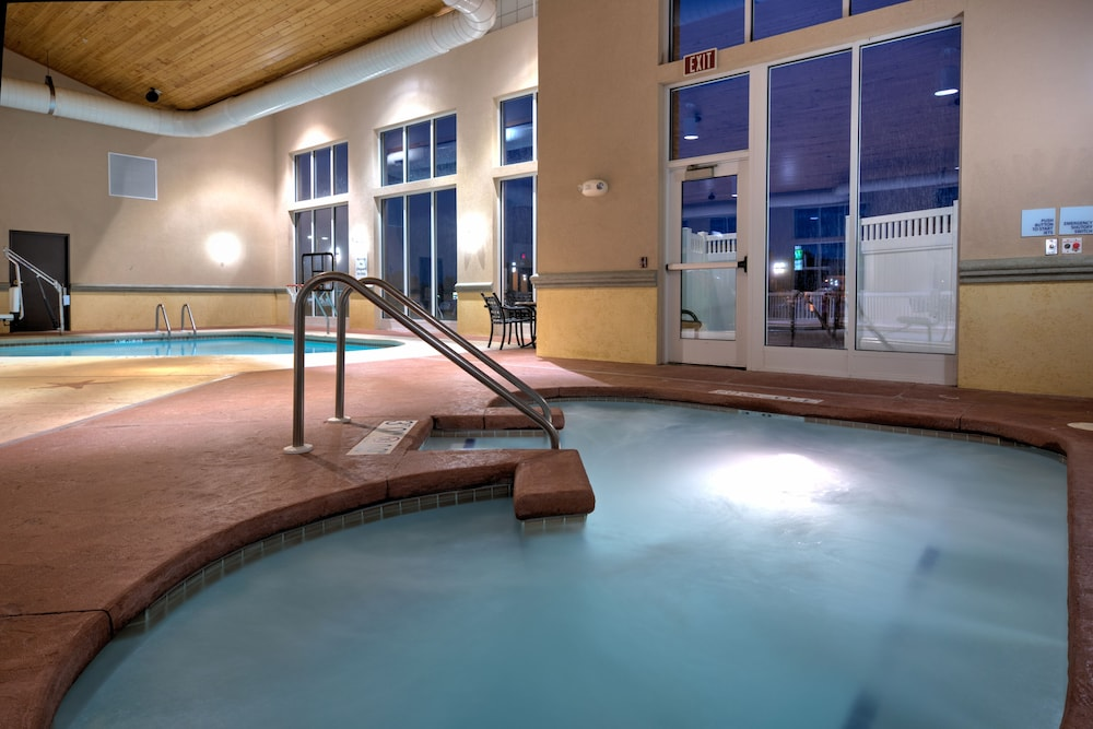 Pool, Holiday Inn Express & Suites Green Bay East