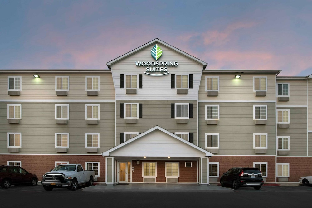 Exterior, WoodSpring Suites San Antonio North Live Oak I-35