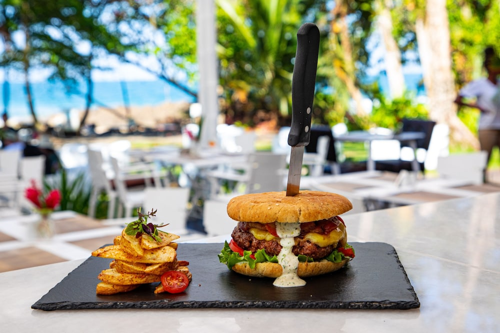 Food and Drink, Le Cameleon Puerto Viejo