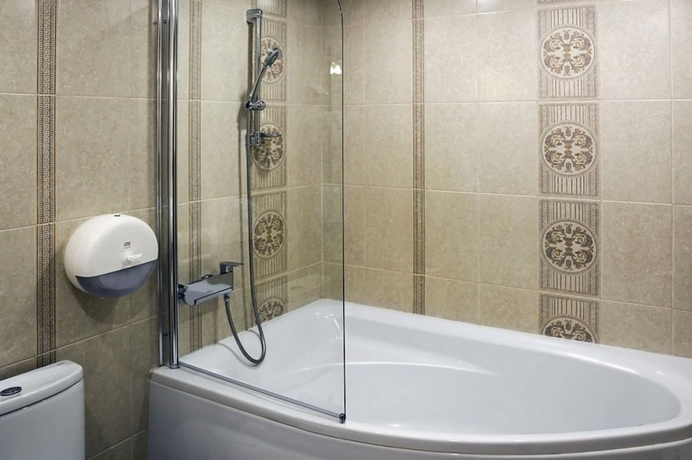 Deep Soaking Bathtub, Marmara Hotel