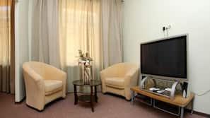 迷你吧、房內夾萬、設計自成一格、家具佈置各有特色