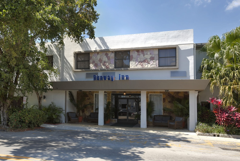 Front of Property, Runway Inn Miami International Airport