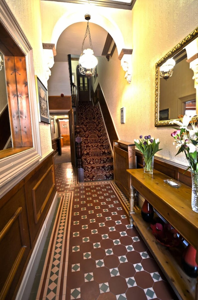 Hallway, Oaktree Lodge