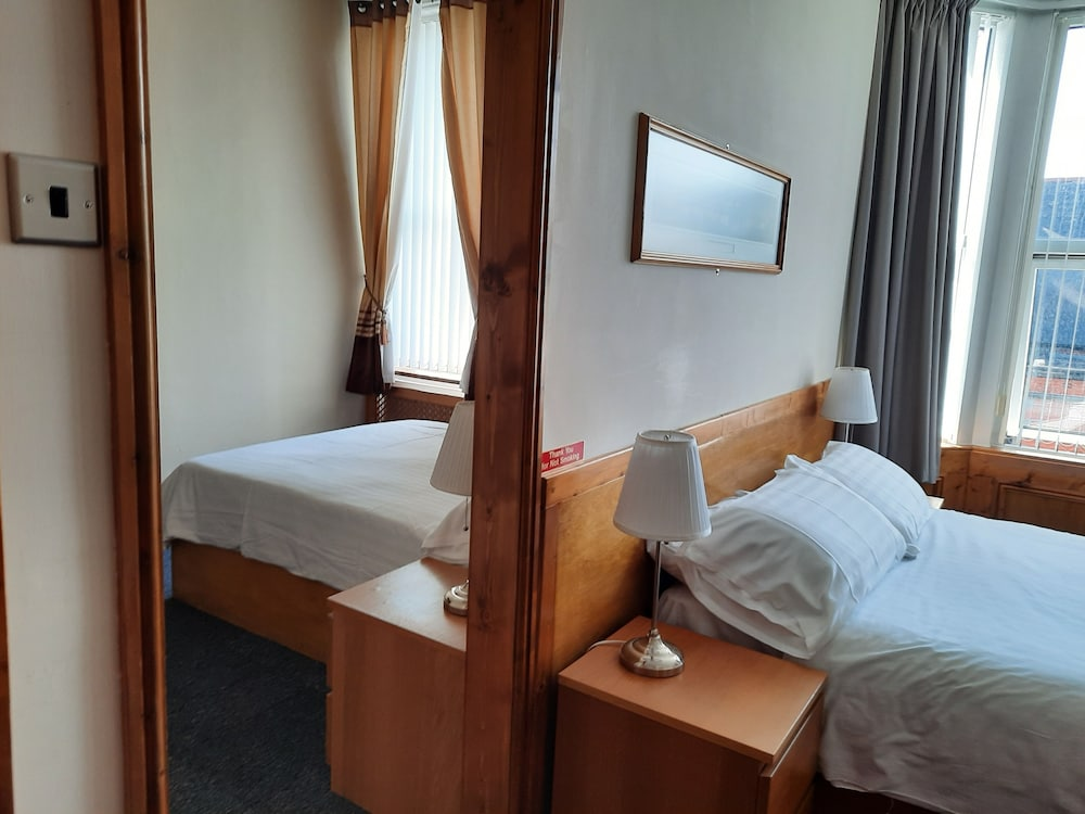 Room, Oaktree Lodge
