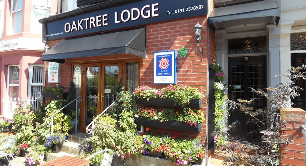 Front of Property, Oaktree Lodge