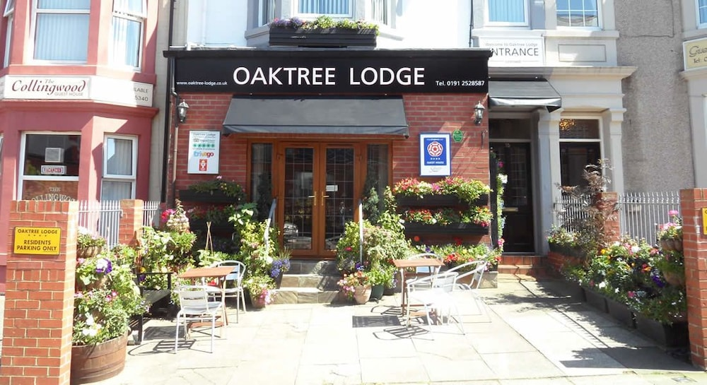 Featured Image, Oaktree Lodge